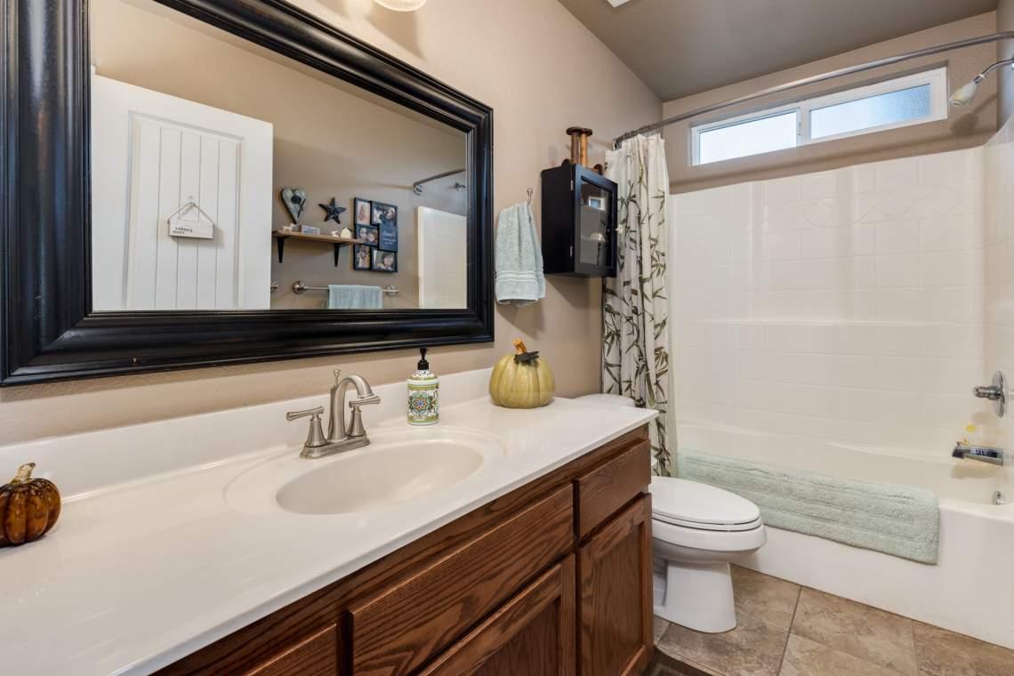 12-Hall-bathroom-_2767-Swallowtail-Way