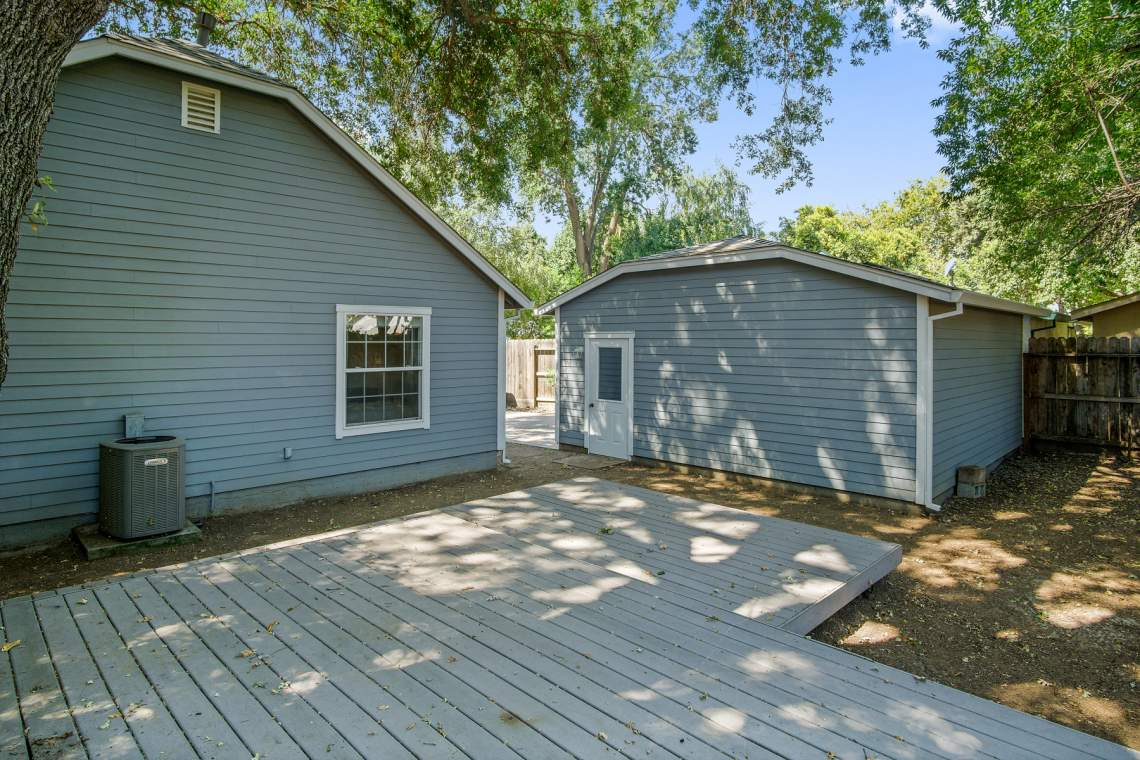 15 Backyard to garage _85 Hampshire Dr