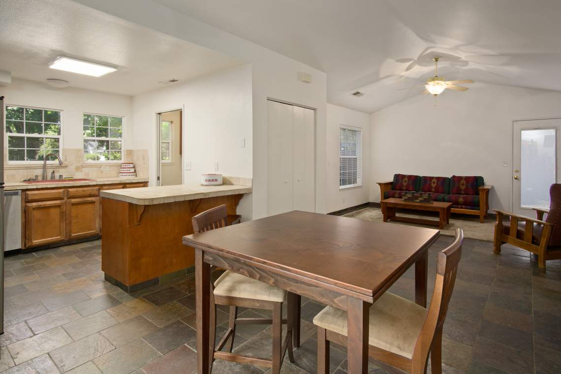 8 Dining area to kitchen