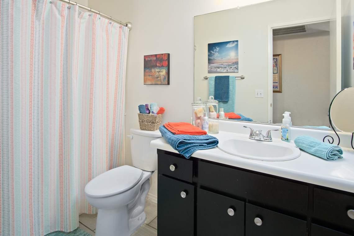 10 Hall bathroom _900 Greenwich